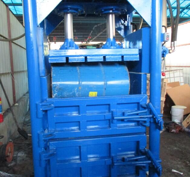 点击放大:60T废油桶打包机